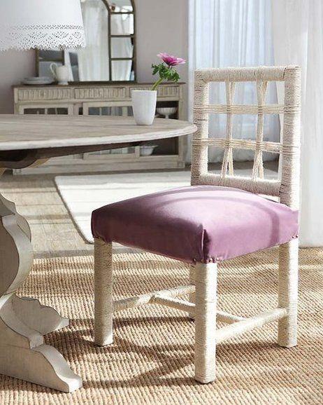 Porque con esta idea van a tener cuerda para rato: cambia el tapizado original del asiento por otro más vistoso y reviste con un poco de maña las patas y el respaldo.