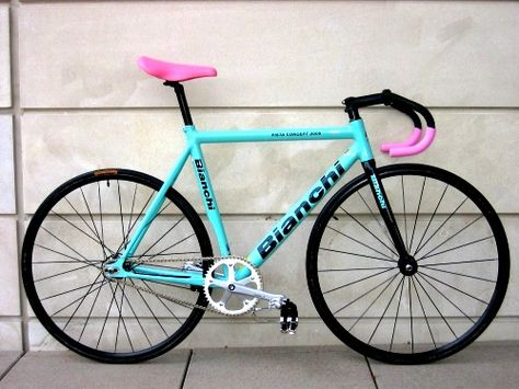 A Bianchi bike in their trademark color, with very Italian accent colors. The style never stops in Italy.....