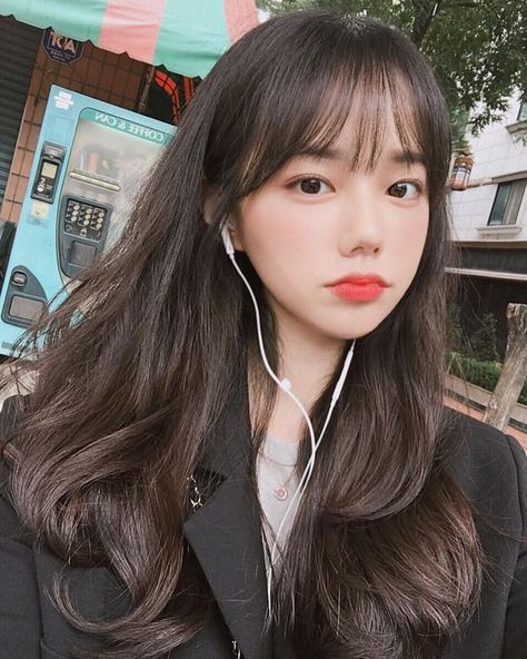 Best Picture For korean beauty routine For Your Taste You are looking for something, and it is going Korean Beauty Girls, Pretty Korean Girls, Cute Korean Girl, Pretty Asian, Korean Bangs Hairstyle, Hairstyles With Bangs, Ulzzang Hairstyle, Korean Hairstyles Women, Teen Girl Hairstyles