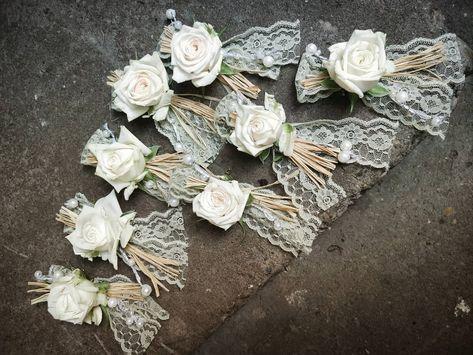 Anstecker für Hochzeit 🥰 #floristik #florist #flower #gräser #germanflowerbloggers #blumen  #wiese #blumenstrauss #blumendeko #blumenladen  #rosen #rosa #natur  #hochzeit #brautstrauss #kreativ #braut #hochzeitsdekoration #wedding #weddingflowers #weddingdecoration #kibo #kirchheimbolanden #derblumenladen  #blumenkirchheimbolanden #blumenladenkirchheimbola