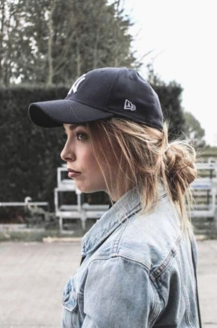 Wie Tragen Hute Baseball Caps Lassige Street Styles Ideen In 2020 Hut Frisuren Reebok Outfit Baseball Cap Outfit