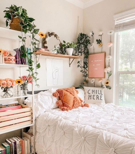 Home Decor Cozy Our Favorite Boho Bedrooms (and How to Achieve the Look) - Green Wedding Shoes Cute Bedroom Decor, Cute Bedroom Ideas, Room Ideas Bedroom, Bedroom Inspo, Cozy Small Bedroom Decor, Teen Bedroom Inspiration, Ikea Bedroom, Decor Room, Bedroom Furniture