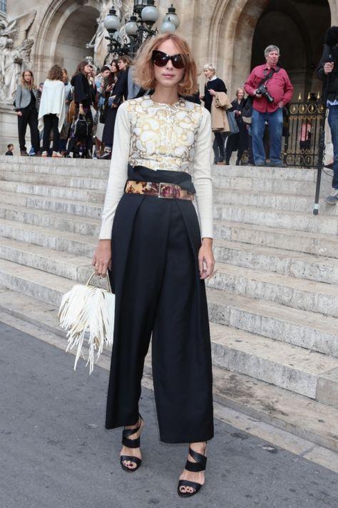 70年代ムードなハイウエストのフレアパンツを多数目撃!【パリコレスナップDAY7】   FASHION   ファッション   VOGUE GIRL