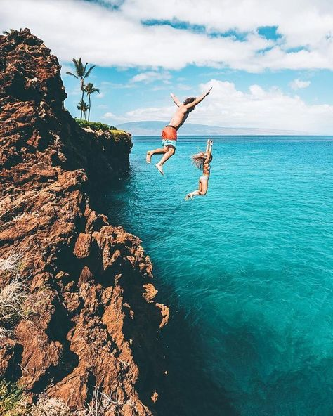 Cliff jumping in Hawaii! See the 11 best places to visit in Hawaii (Oahu) #hawaii #avenlylanetravel #oahu