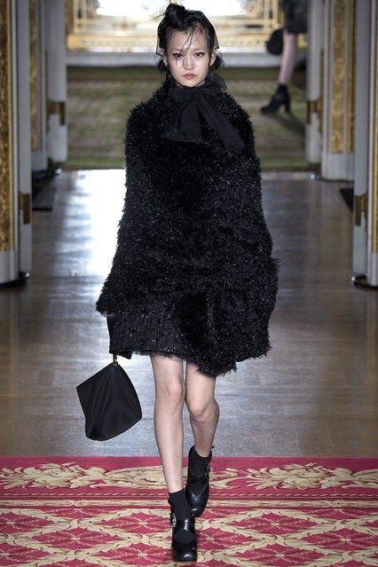 Simone Rocha Fall 2016 Ready-to-Wear Collection Photos - Vogue