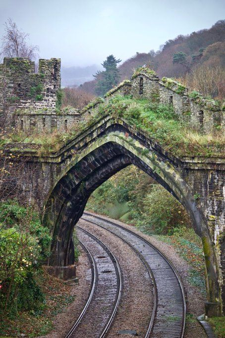 stone archway spanning railway tracks at Conwy Stone Archway, Old Bridges, Beau Site, English Country Style, Train Tracks, Covered Bridges, Amazing Architecture, Model Trains, Abandoned Places