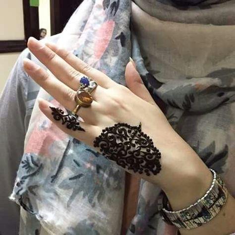 Henna hand