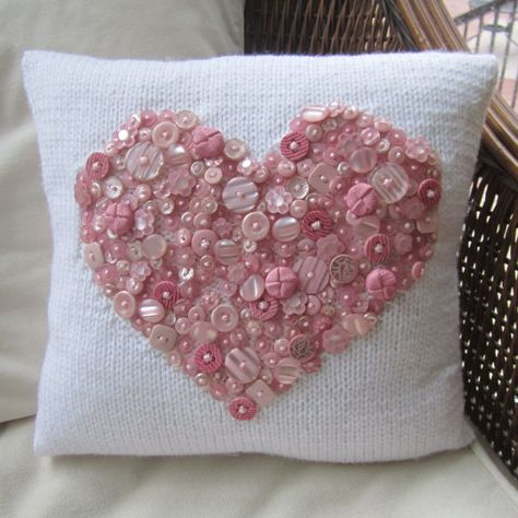 As cute as a button hand knit pillow cover by LadyshipDesigns Sewing Pillows, Diy Pillows, Decorative Pillows, Throw Pillows, Cushions, Pillow Ideas, Button Art, Button Crafts, Heart Button