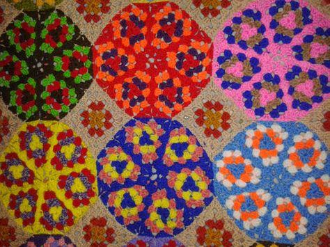 Arañito tejedor: Mantita de colores en crochet