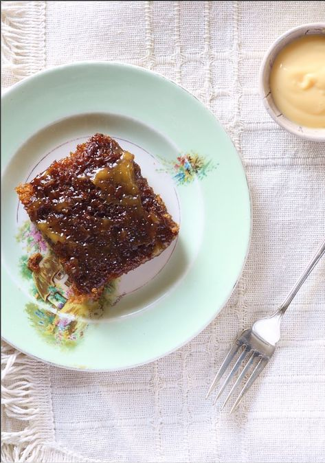 The Banting version of malva pudding is a carrot. Because there is just no way this sugar bomb of a dessert can ever be Paleo-fied. Can it? Do we want the world to end? Rich, delicious and one spoo…