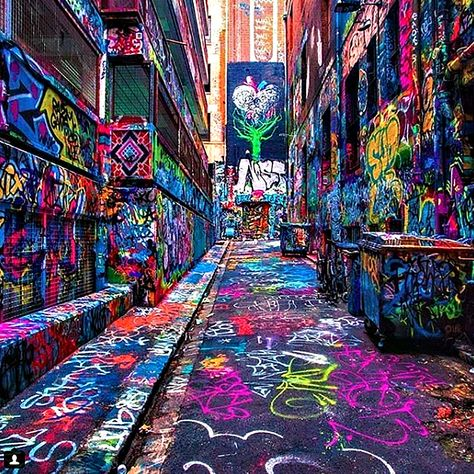 Hosier Lane Street by Ray of Melbourne. One of the most popular activities for both tourists and locals to do in Melbourne, is to take a walk on Hosier Lane Street and admire the graffiti that covers almost the entire space. Urban Street Art, Best Street Art, Urban Art, Amazing Street Art, Street Art Graffiti, Urban Graffiti, Graffiti Artwork, Visit Melbourne, Melbourne Australia