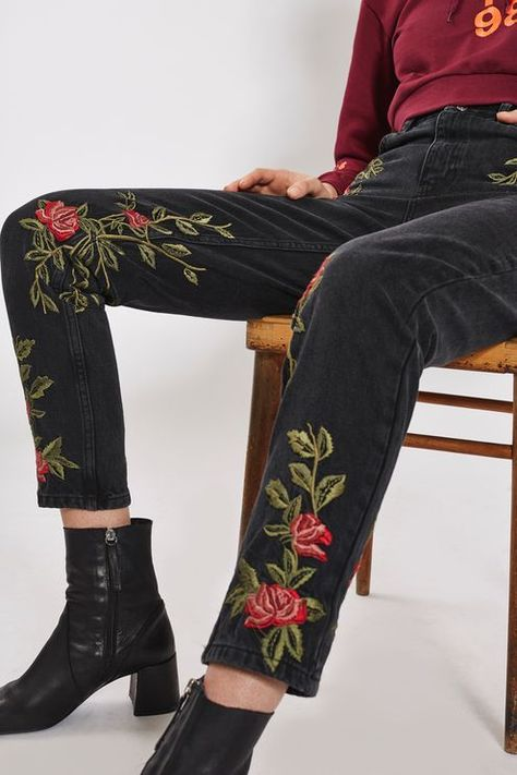 Crafted from pure cotton, our MOTO Mom jeans come in authentic rigid-look denim. Cut with a high-waist and a tapered leg, they feature multiple pockets and pretty rose floral embroidery all over. Wear them folded at the cuffs to keep them looking cool.