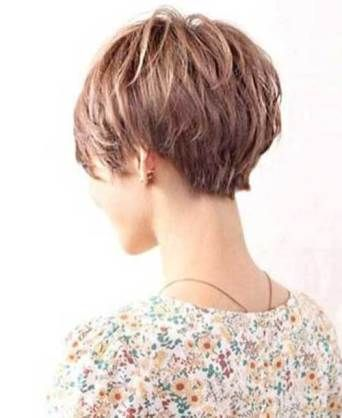 Back View Short Haircuts For Women Latest Hairstyles 2020 New Hair Trends Top Hairstyles Short Hair Back Short Hair With Layers Short Layered Haircuts