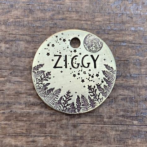 Dog Tags Pet, Vsco, Rock Painting Designs, Ziggy Stardust, Service Dogs, Metal Stamping, Stone Painting, Rock Art, Painted Rocks