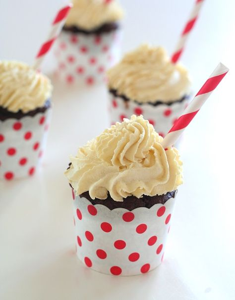 Low Carb Root Beer Float Cupcakes