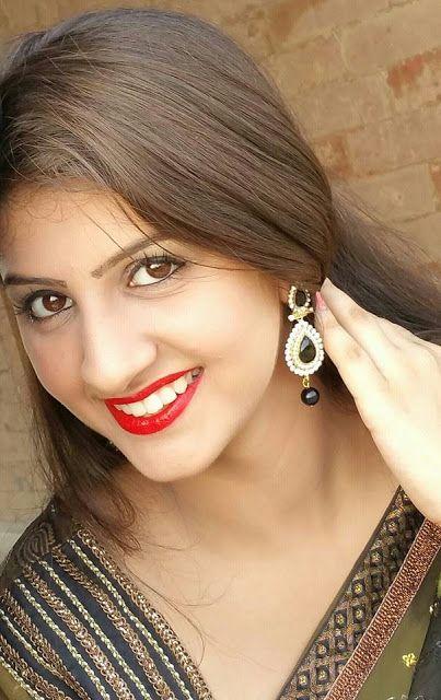 Download Bhojpuri Actress Yashika Kapoor HD Wallpapers