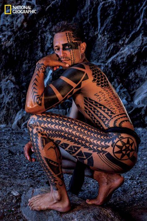 difference between samoan and hawaiian tattoos Maori Tattoos, Hawaiianisches Tattoo, Tattoo Trend, Samoan Tattoo, Body Art Tattoos, Tribal Tattoos, Borneo Tattoos, Thai Tattoo, Tattoo Ideas