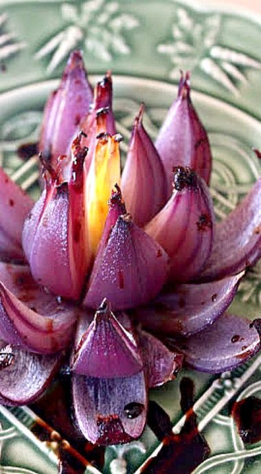 How to make Onion Flowers - a beautiful edible garnish for your special dishes