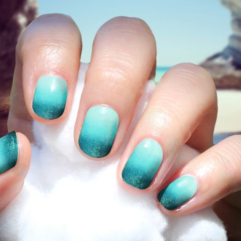 Gradiant turquoise ombre nails | blue ombre nails ocean #Gradiant #Nails #NailsArt #Ombre #turquoise #3shades #GetInspired #GetTheLook #Bbloggers #Summer #Sun #Sea