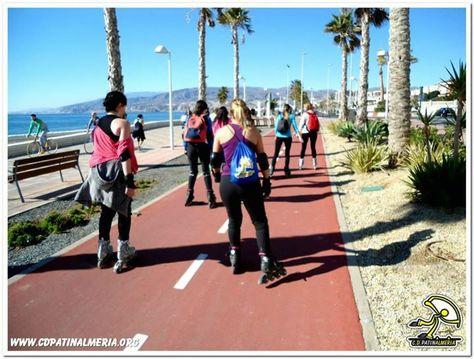 Patinando en Paseo Maritimo #Almería  #ruta #patinaje #Domingo #sol #playa #mar #iniciacion  www.cdpatinalmeria.org