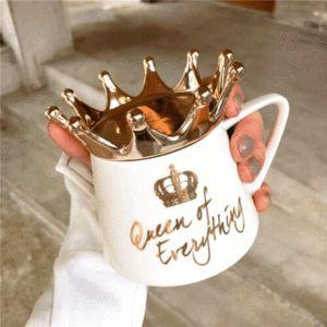 PINK GOLD DESIGN - Quebec Queen Mug