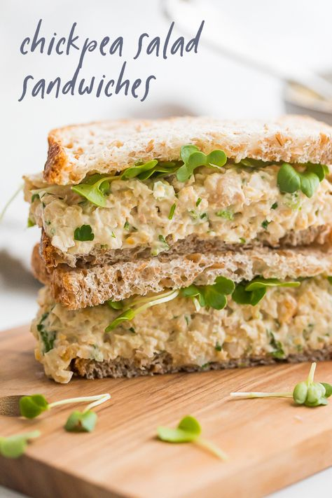 This simple chickpea salad sandwich is a creamy & filling vegetarian lunch idea that we whip up all the time! Like a chickpea tuna salad but totally vegan! Going Vegetarian, Vegetarian Lunch, Vegetarian Recipes, Healthy Recipes, Healthy Food, Vegetarian Sandwiches, Vegetarian Dinners, Chickpea Tuna, Chickpea Salad Sandwich