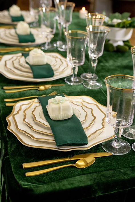 Emerald Green Weddings, Emerald Wedding Theme, Green Wedding Decorations, Jewel Tone Wedding, Green Table, Green Party, Wedding Napkins, Sweet 16, Matte Satin
