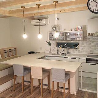キッチン システムキッチン 小上がりの畳コーナー 畳コーナー 裸電球
