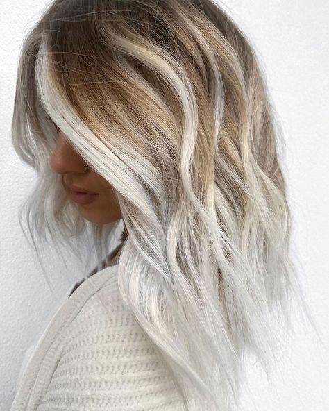 Beautiful Platinum Blonde Hair Color Ideas for Women 2020 Platinum Blonde Hair Beautiful blonde Color Hair Ideas Platinum Women Platinum Blonde Hair Color, Blonde Color, Hair Color Highlights, Hair Color Balayage, Peinados Pin Up, Colored Curly Hair, Lilac Hair, Short Lavender Hair, Hair Looks