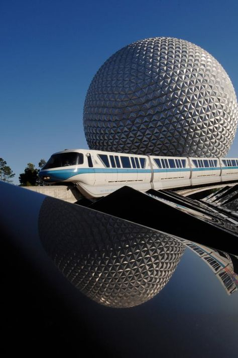 The monorail at Epcot // Walt Disney World