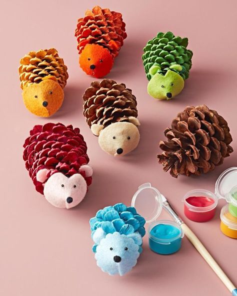 5 Fall Nature Crafts for Kids - Cone Critters - Craft cute hedgehogs (or other animals) from pinecones. # home activities for kids crafts 5 Fall Nature Crafts for Kids Pinecone Crafts Kids, Fall Crafts For Kids, Summer Crafts, Toddler Crafts, Art For Kids, Wood Crafts, Kids Diy, Kids Nature Crafts, Pinecone Turkey