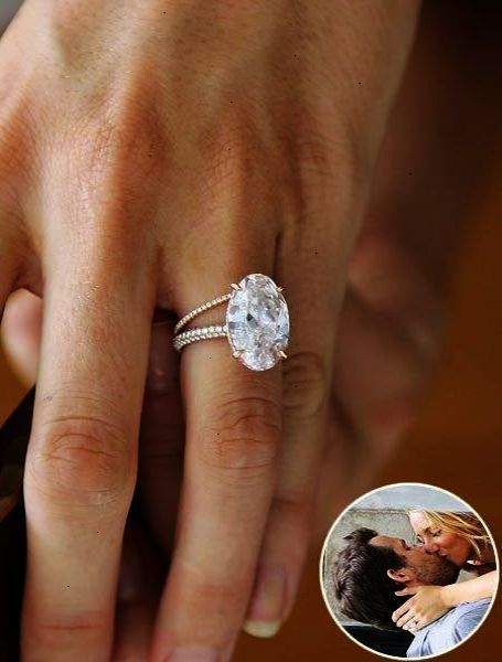 Cool Blake Lively S Engagement Ring And Wedding Band Blake Lively Engagement Ring Best Engagement Rings Big Engagement Rings