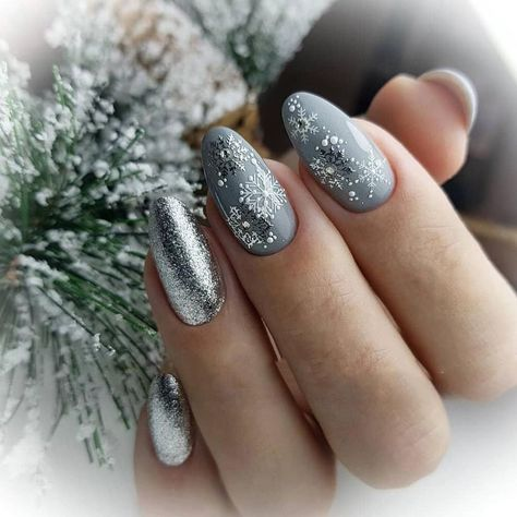 32 Amazingly Festive Christmas Nail Art Ideas to Copy Now