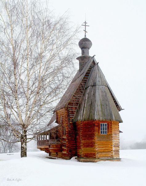 The old wooden church in Suzdal Russia, home of the Russian Orthodox Church. Taken on a very washed out day, but I think it adds to the photo. Abandoned Churches, Old Churches, Abandoned Cities, Interesting Buildings, Beautiful Buildings, Church Architecture, Architecture Details, Architecture Religieuse, Church Pictures
