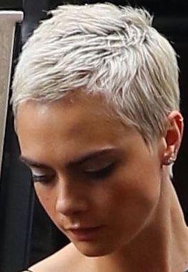 Extra Kort Kapsel Shortpixie Extra Kort Kapsel In 2020 Short Grey Hair Short Hair Styles Super Short Hair
