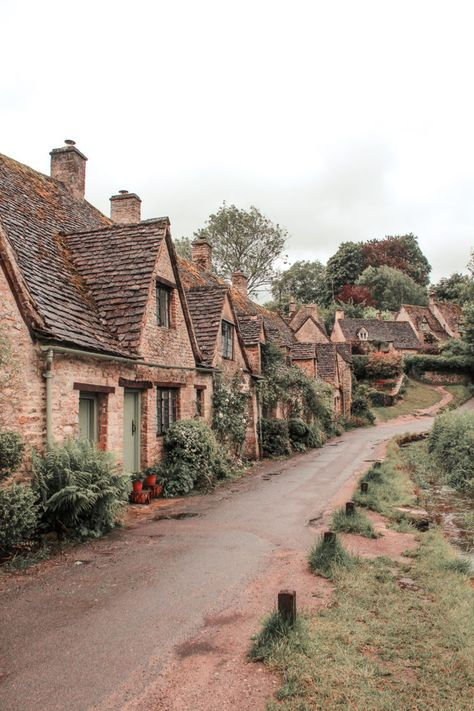 18 Prettiest Villages in England - Wander Her Way 16 Prettiest Villages in England Places To Travel, Places To See, Hillside Village, Cotswold Villages, Castles In England, English Village, Seaside Village, English Countryside, Princesas Disney