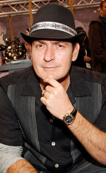 #CharlieSheen wearing a #PatekPhilippe Perpetual Calendar   http://www.crownandcaliber.com/blog/celebrities-and-their-watches/#