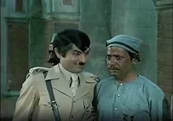 Keshto Mukherjee and Asrani in Sholay (1975) | Vintage bollywood, Bollywood actors, Movie scenes