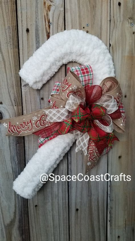 Beautiful handwoven chunky Chenille cream yarn on a wire candy cane Frame. Adorn with handcrafted Fabric ribbon bow of seasonal prints. Wreath Crafts, Diy Wreath, Christmas Crafts, Christmas Ornaments, Wreath Ideas, Door Wreaths, Tulle Wreath Tutorial, Yarn Wreaths, Candy Cane Crafts