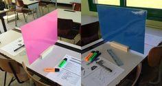 Tussenschot van een gelamineerd gekleurd vel A3 papier en een houtje.