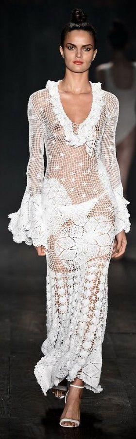 Chorrilho de ideias: Brasil fashion crochet       ♪ ♪ ... #inspiration #crochet  #knit #diy GB  http://www.pinterest.com/gigibrazil/boards/