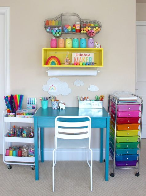 Beautiful Kids Art Centers para fomentar la creatividad - The Organized Mom . - Beautiful Kids Art Centers para fomentar la creatividad – The Organized Mom Beautiful Ki - Kids Art Space, Kids Art Area, Kids Art Station, Craft Station, Kids Room Art, 6 Year Old Girl Bedroom, Kids Bedroom Ideas, Kids Art Centers, Space Crafts