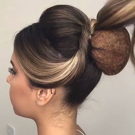 Let's look at the best bridal hair styles and tutorials we've chosen for you! #braidedhairstyles #braidstyles #weddinghairstyles #bridehairstyles