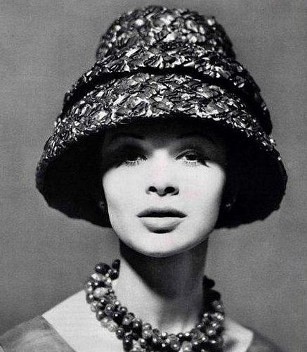 Woven coffee-brown hat by Lanvin-Castillo, 1960 Photo by Philippe Pottier