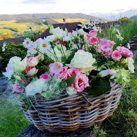 Floristik Anleitung. Blumengesteck selber machen. #blumen #blumengesteck #korb #blumenarrangement