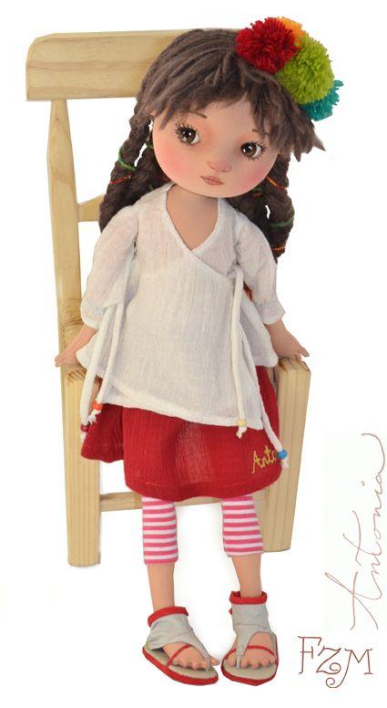 Heel mooi afgewerkt. Prachtige details. Op haar blog ook mooie foto's van de sandalen!