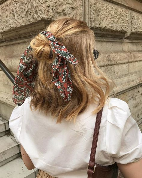 Hair Scarf in Short Blonde Hair hair st. Hair Scarf in Short Blonde Hair hair styles ANITA on Insta Ways To Wear A Scarf, How To Wear Scarves, Hair Inspo, Hair Inspiration, Fashion Inspiration, Aesthetic Hair, Pretty Hairstyles, Hairstyle Ideas, Bandana Hairstyles Short