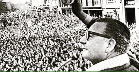 """""""No vamos a claudicar, a comerciar el programa de la Unidad Popular, que fue la bandera del Gobierno"""".. #AllendeVive @nataflaguer"""