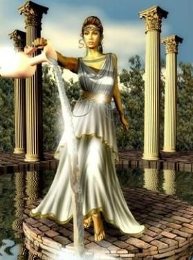 Minerva era uma das poucas deusas virgens, ao lado de sua irmã Diana. Normalmente a deusa portava escudo, lança e armadura, pois representava também a guerra de forma estratégica e diplomática.