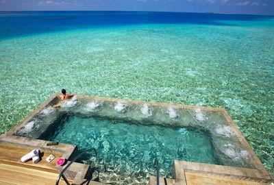 Poolandspa.com  Pool at the Velassaru Resort - The Maldives